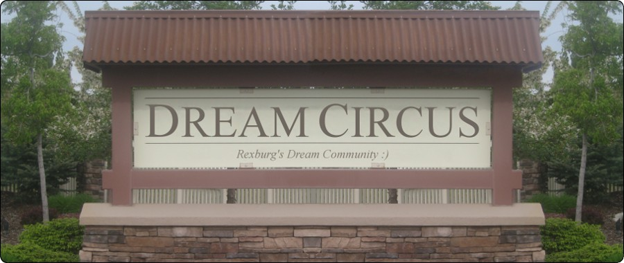 Picture of the Dream Circus sign.